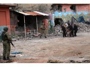 Sur'daki çatışma bölgesinden çıkmak isteyen vatandaşlara süre verildi
