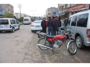 Adıyaman'da Motosiklet Yayaya Çarptı