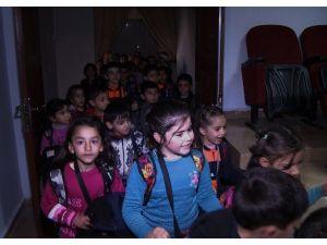 Surlu Çocuklara Tiyatro Gösterimi