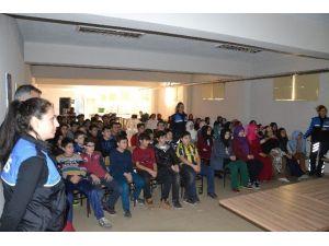 Nazilli'de Toplum Destekli Polisler Öğrencileri Bilgilendiriyor