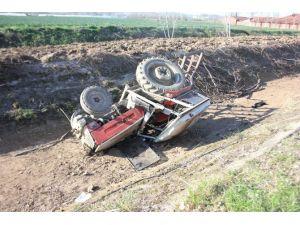 Traktör Su Kanalına Düştü: 1 Yaralı