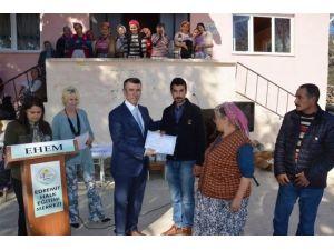 Edremit'te İlçe Protokolü Arıtaşı Mahallesinde Belge Dağıtım Töreninde Buluştu