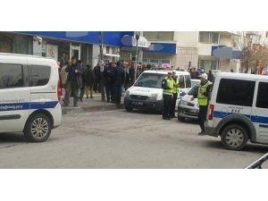 Elazığ'da Bir Kadın Kendisini Aldatan Sevgilisini Silahla Kovaladı