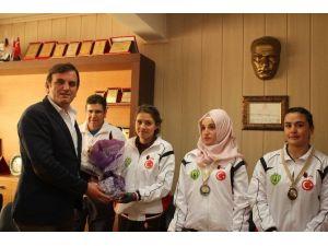 Wus-hu Şampiyonları Başkan Gökce'yi Ziyaret Etti