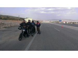 Jandarma'dan Motosiklet Sürücülerine Kask