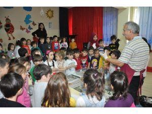 Küçüklere 'Ebru' Yaptı
