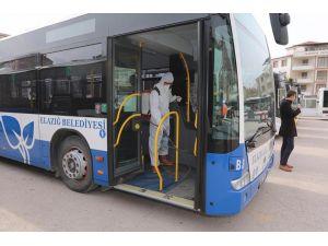Elazığ Belediyesi toplu taşıma araçlarında ilaçlama yaptı