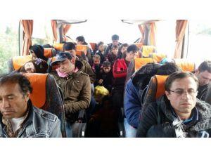 İzmir Polisi Sığınmacıları Ölüm Yoluna Çıkmadan Engelledi