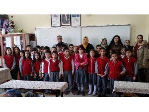 Öğrenciler Harçlıklarını Biriktirip Şehit Ailesine Bağışladı