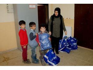 Beytüşşebap'ta Öğrencilere Kıyafet Yardımı