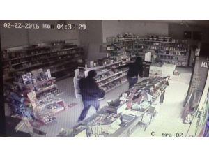 Soyguncular Kameraya Yakalandı