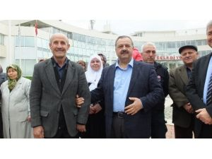 Burhaniye'de Başkan Uysal Umreci Uğurladı