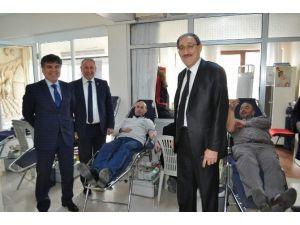 Emniyet Müdürü Kalayoğlu'ndan Kızılay'a Destek