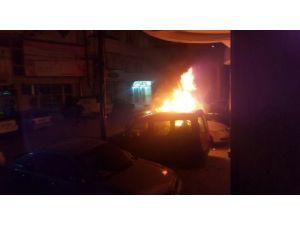 Kosova'da bir bakanın aracı yakıldı
