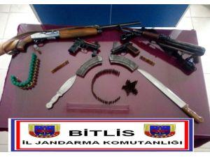 Ahlat'ta jandarmadan köye silah operasyonu: 2 gözaltı