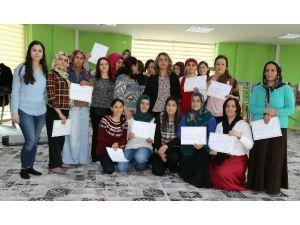 Büyükşehir Belediyesi'nden 25 Kadına Sertifika