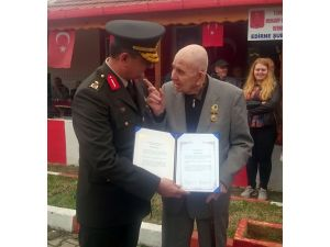 Kore gazileri şeref madalyalarını törenle aldı