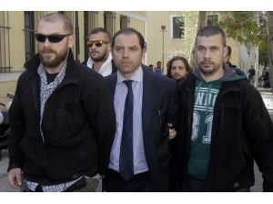 Yunanistan'da 'şantaj' ve 'yalan haber'le köşeyi dönen gazetecilere gözaltı