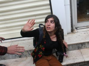 Sur yürüyüşüne müdahalede bir gazeteci yaralandı