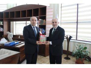 Kızılay Heyeti Rektör Polat'ı Ziyaret Etti
