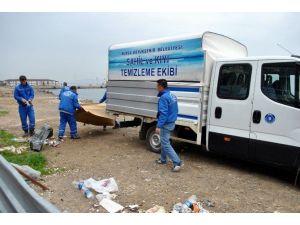 Mudanya Sahilindeki Çöpler Büyükşehir Tarafından Toplanıyor