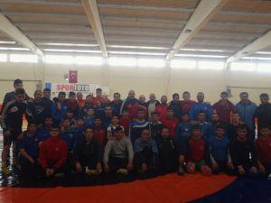 İşitme Engelliler Güreş Milli Takımı Demirkazık'ta kampa girdi