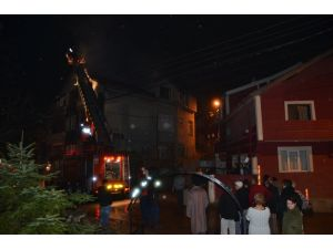 Zonguldak'ta bir evin çatısında çıkan yangın kontrol altına alındı