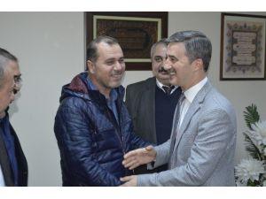 Turgutlu'da Belediye İşçilerinin Yüzü Güldü