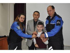 Küçük Polislere Güvenli Kimlik Kartı