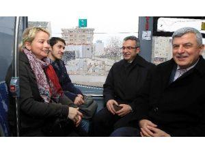 """Başkan Karaosmanoğlu, """"Vatandaşımızın Ulaşımda Yüzü Gülüyor"""""""