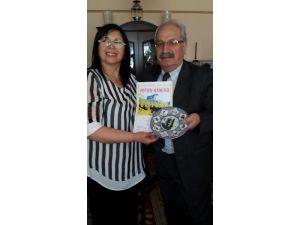 Eskişehirli TV Yapımcısı Eriş'e Azerbaycan'dan Ödül