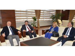 KKTC Milli Eğitim Bakanı Dürüst'ten Büyükşehir Belediyesi'ne Ziyaret