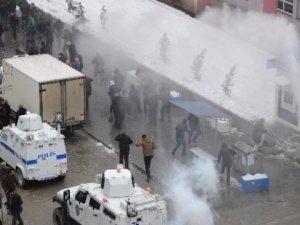 Hakkari'de Cenaze Konvoyuna Polis Müdahalesi: Çok Sayıda Kişi gözaltında