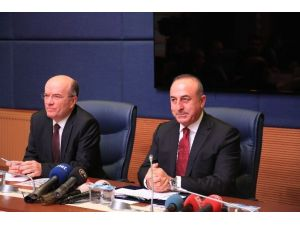 Bakan Çavuşoğlu, Dışişleri Komisyonu Üyelerine Bilgi Verdi