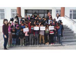 Kızılay'dan öğrencilere giysi ve ayakkabı yardımı