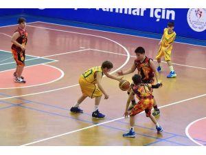 Türkiye Basketbol küçükler yarı final müsabakaları başladı