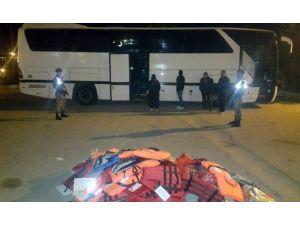 Demre'de 70 Kaçak Ve 2 İnsan Kaçakçısı Yakalandı