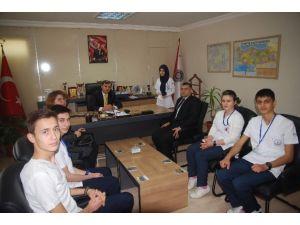 Öğrencilerden Toplum Yararına Hizmet Çalışması