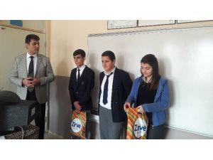 Lise Öğrencilerinden Örnek Davranış