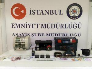 İstanbul'da Atm Soyguncuları Kıskıvrak Yakalandı