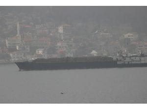 Askerî araç taşıdığı iddia edilen Rus gemisi Çanakkale Boğazı'ndan geçti