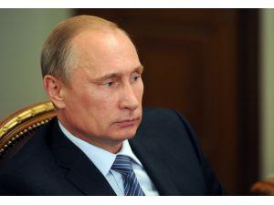 Putin: 400 yabancı ajanın çalışmasını engelledik