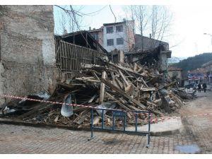 100 Yıllık Tarihi Bina Çöktü