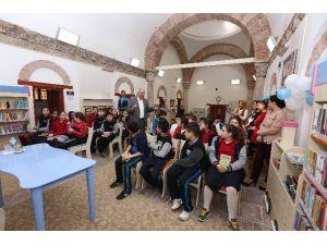 Çocuklar Şiiri Yazgan'dan Dinledi
