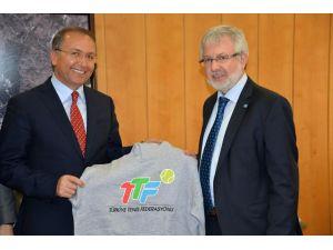 Uludağ Üniversitesi ile Türkiye Tenis Federasyonu ile işbirliğine gidiyor