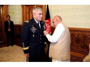 Afgan liderden Campbell'e Devlet Üstün Hizmet Madalyası