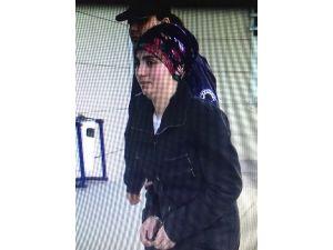 Korsan Gösteride Polise Bomba Atan Kadın Tutuklandı