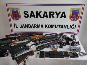 Sakarya'daki silah operasyonunda antika silahlar ele geçirildi
