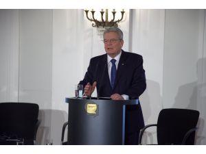 Alman cumhurbaşkanı: Nefret saçanları ve kundakçıları izole edin