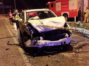 İzmir'de iki otomobil çarpıştı: 1 ölü, 3 yaralı